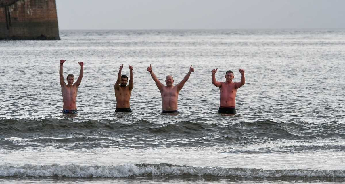 Fancy a dip in the North Sea? Students immerse themselves in cold water therapy